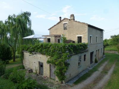 Casale in Vendita a Penna San Giovanni