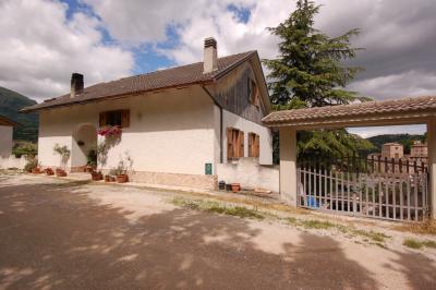 Villa in Vendita a Montefortino