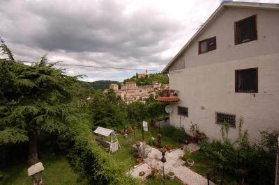 Villa to Buy in Montefortino