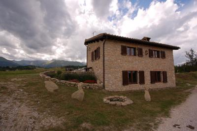 farmhouse to Buy in Montefortino