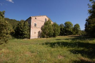farmhouse to restore to Buy in San Ginesio