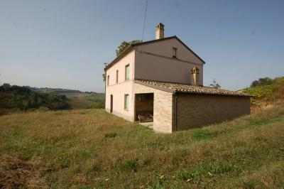 farmhouse to restore to Buy in Montottone