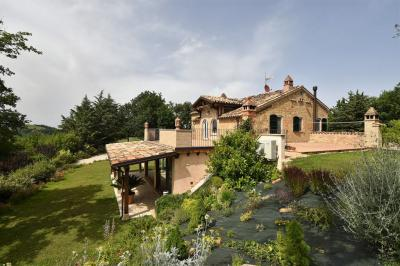 farmhouse to Buy in Amandola