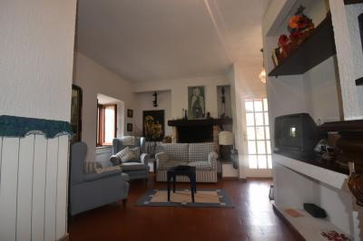 townhouse to Buy in Serrapetrona