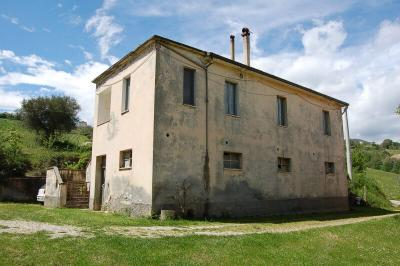 farmhouse to restore to Buy in Castignano