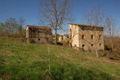farmhouse to restore to Buy in Smerillo