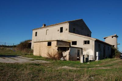 farmhouse to restore to Buy in Pedaso