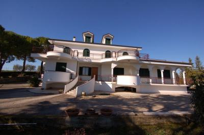 Villa to Buy in Fermo