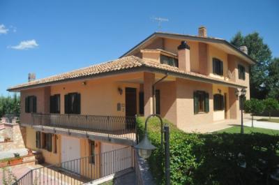 Villa in Vendita a Amandola