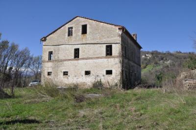 Casa colonica in Vendita a Montefalcone Appennino