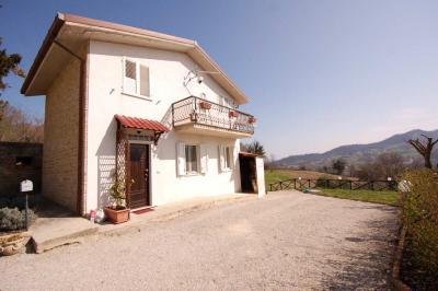 Дом в Продажа до Montefalcone Appennino