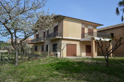 Casa cielo-terra in Vendita a Monte Vidon Corrado