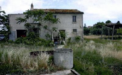 Casa colonica in Vendita a Carassai
