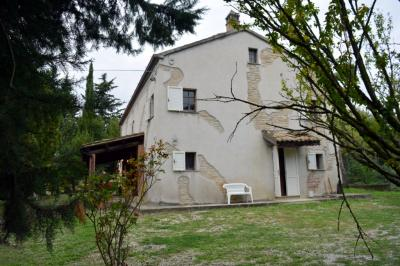 Farmhouse for Sale to Servigliano