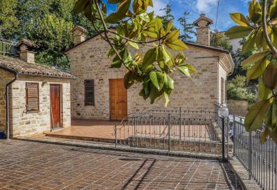 Casa cielo-terra in Vendita a Montelparo