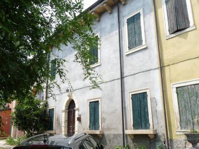 Rustico in Vendita a Verona