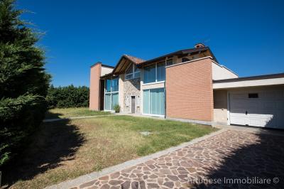 Villa in Vendita a Robecchetto con Induno
