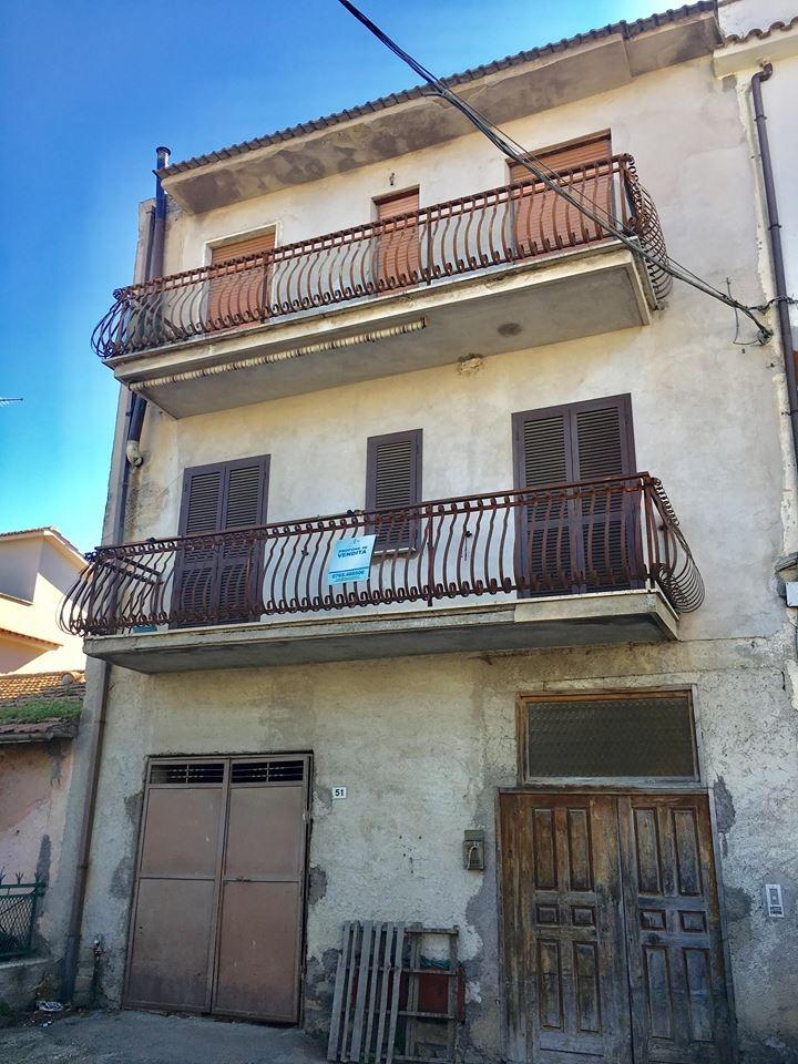 Appartamento in vendita a Montelibretti, 8 locali, prezzo € 105.000 | CambioCasa.it