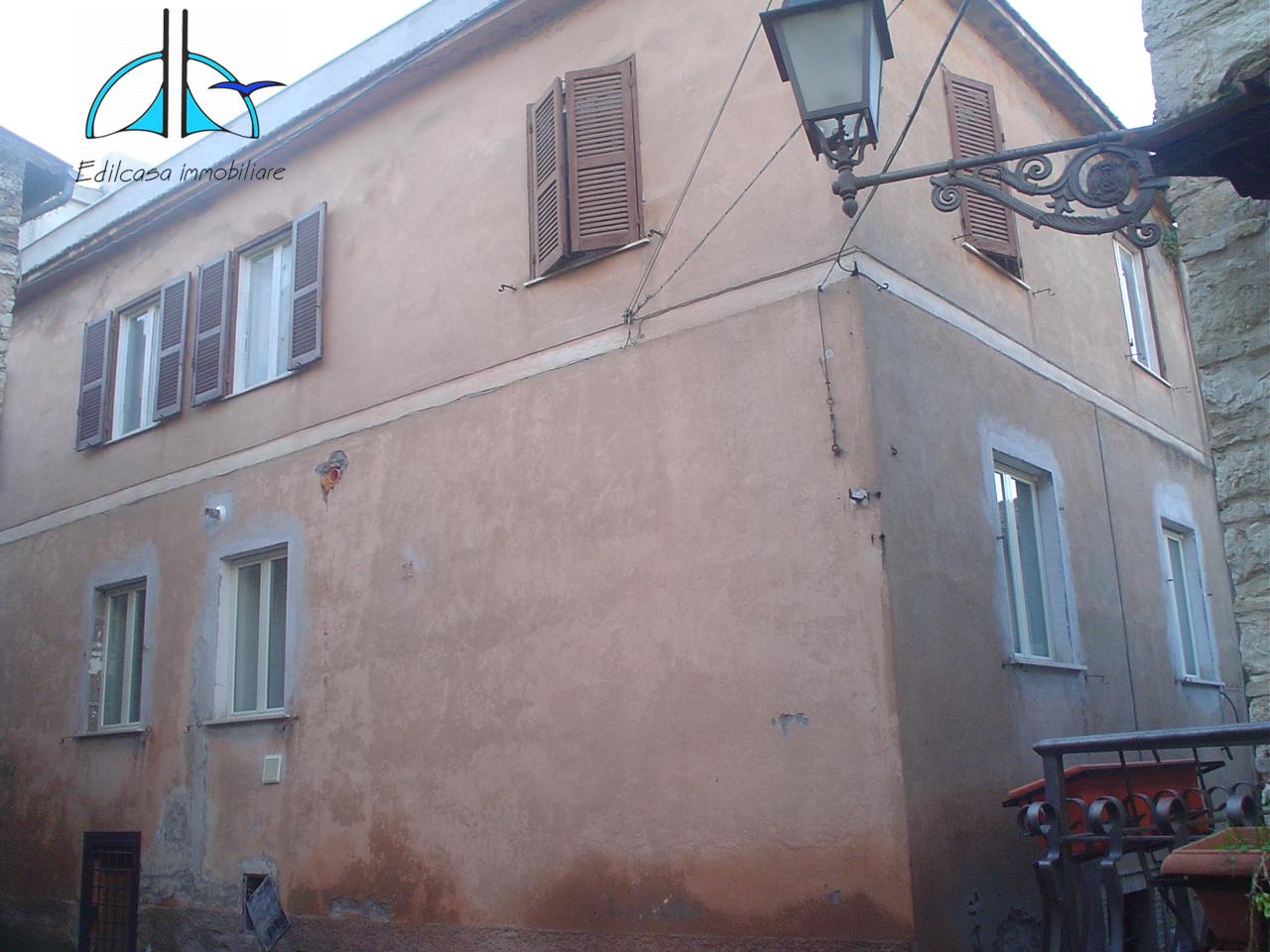 Appartamento in vendita a Fara in Sabina, 6 locali, prezzo € 63.000 | PortaleAgenzieImmobiliari.it