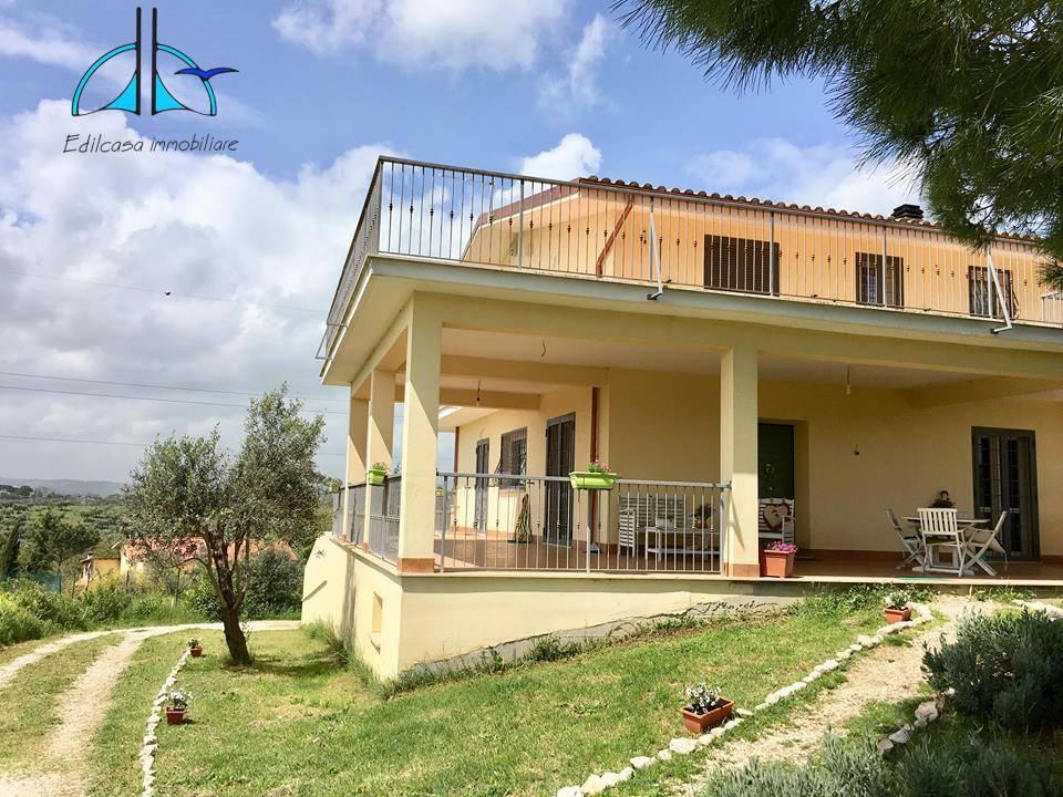 Villa in vendita a Fara in Sabina, 8 locali, zona Località: VillaggiodegliUlivi, prezzo € 278.000   CambioCasa.it