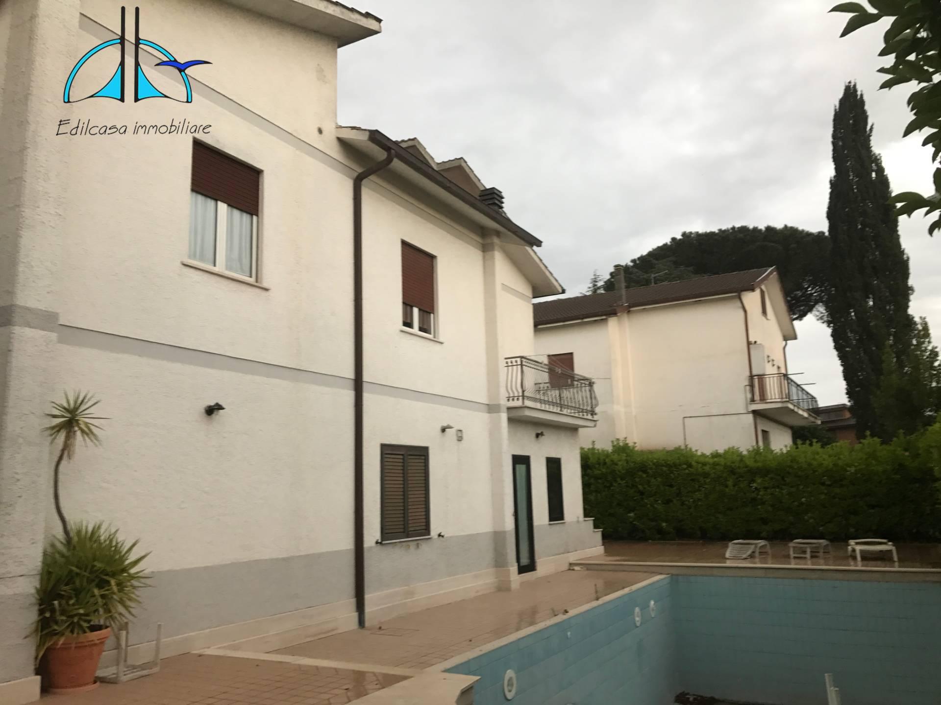 Appartamento in vendita a Fara in Sabina, 3 locali, zona Località: PassoCorese, prezzo € 65.000   CambioCasa.it
