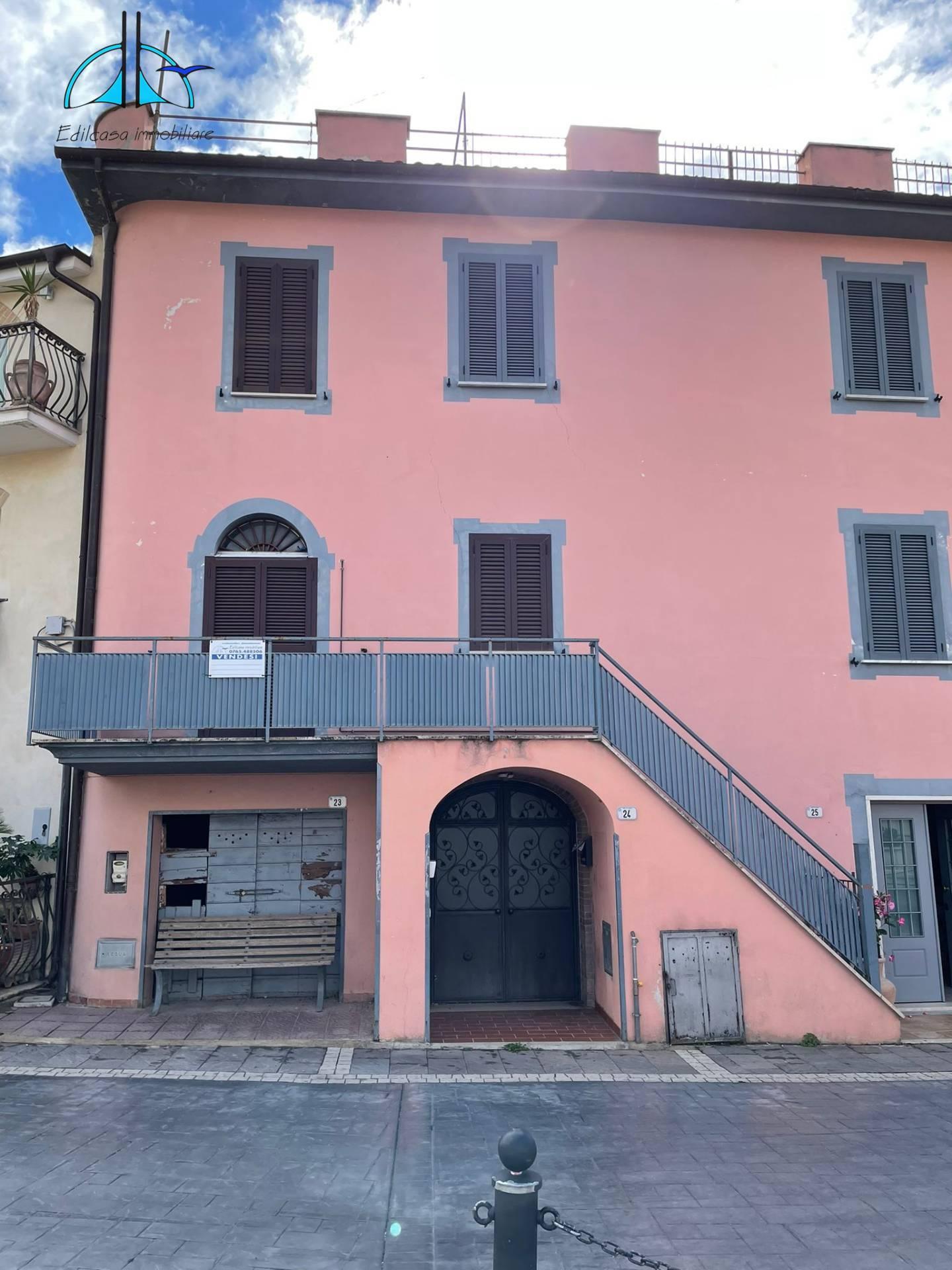 Appartamento in vendita a Fara in Sabina, 3 locali, zona eto, prezzo € 39.000 | PortaleAgenzieImmobiliari.it