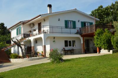 Villa in Vendita a Fara in Sabina