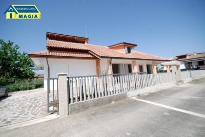 Villa in Vendita a Sant'Egidio alla Vibrata