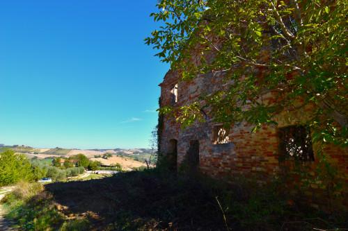 Rustico/Casale in Vendita a Castignano