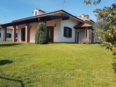 Villa in Vendita a Pozzo d'Adda