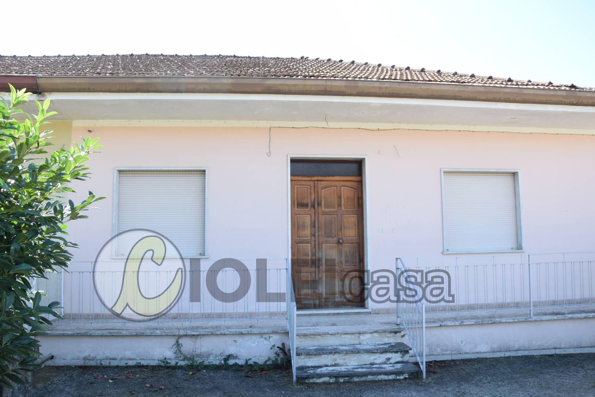 Villa a Schiera in vendita a Pignataro Interamna, 4 locali, zona Località: ViaS.aMaria, prezzo € 87.000 | CambioCasa.it