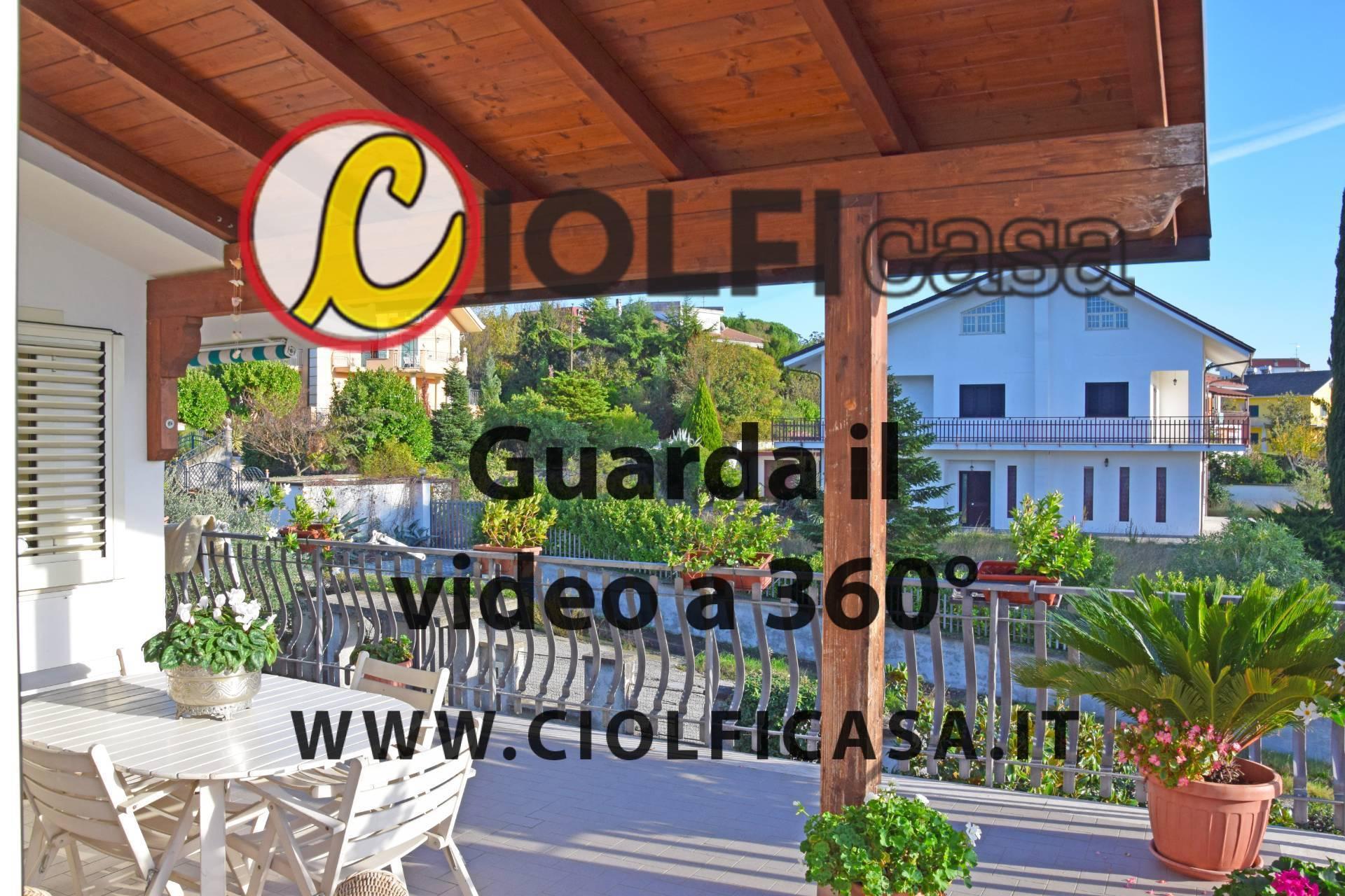 Soluzione Indipendente in vendita a Cervaro, 21 locali, zona Zona: Pastenelle, prezzo € 350.000 | CambioCasa.it