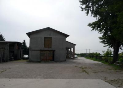 Deposito in Vendita a Zevio