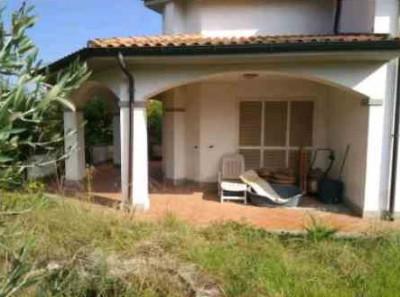 Villa in Vendita a Anguillara Sabazia