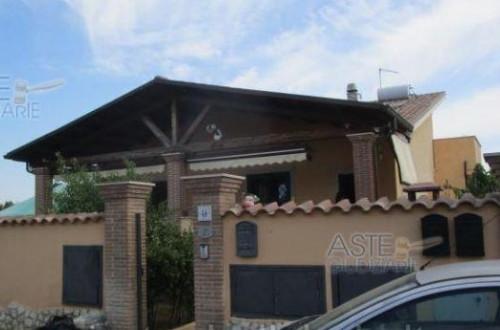 Casa singola in Vendita a Roma
