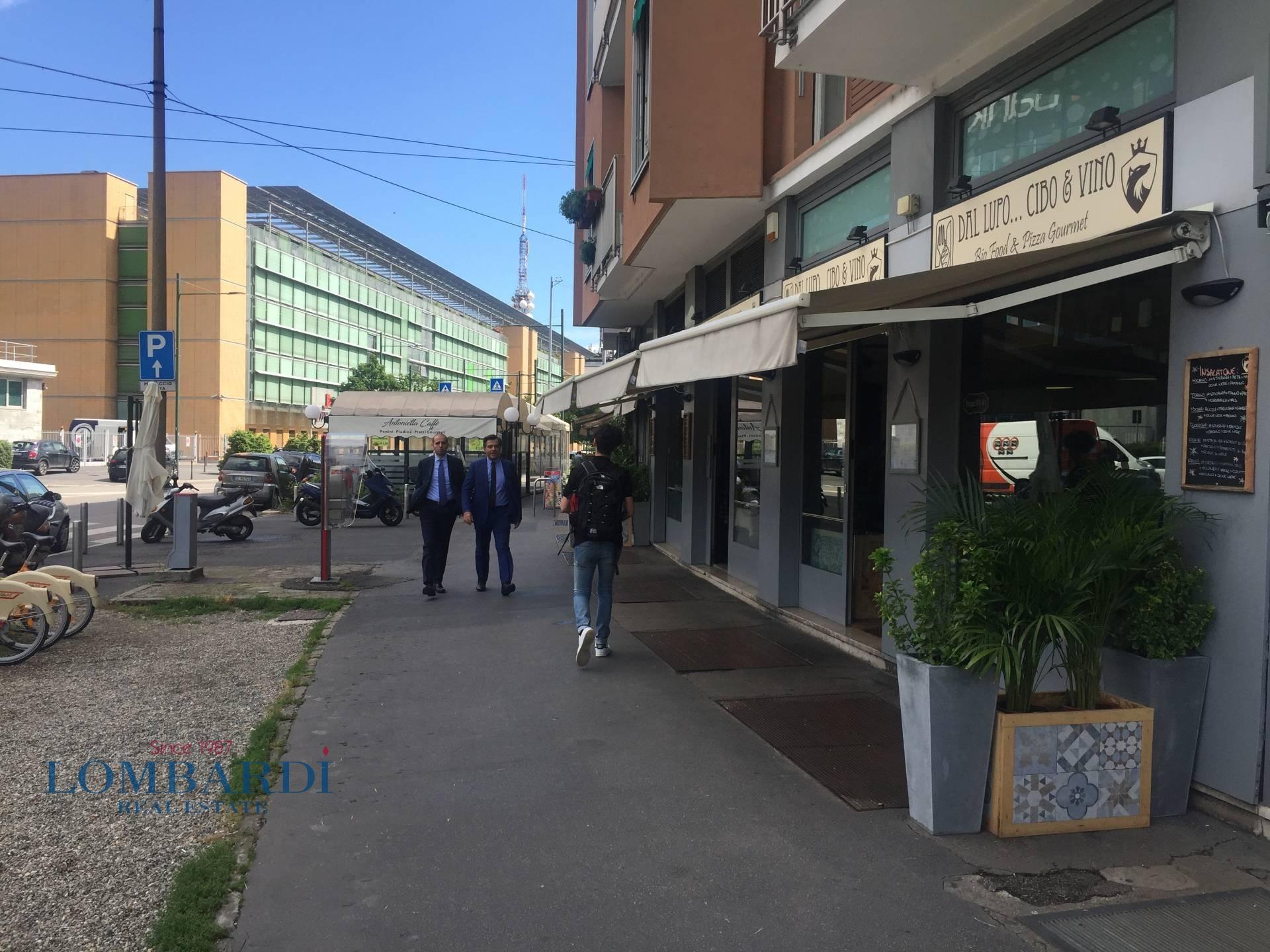 Negozio in vendita a Milano in Piazzale Fratelli Zavattari