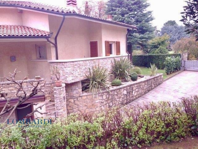 Villa in vendita a Villongo, 7 locali, prezzo € 780.000 | CambioCasa.it