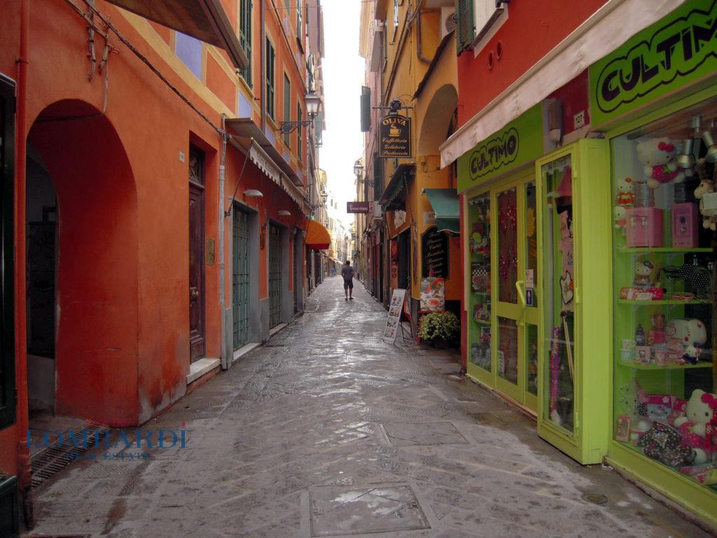 Negozio / Locale in affitto a Alassio, 9999 locali, prezzo € 4.000 | CambioCasa.it
