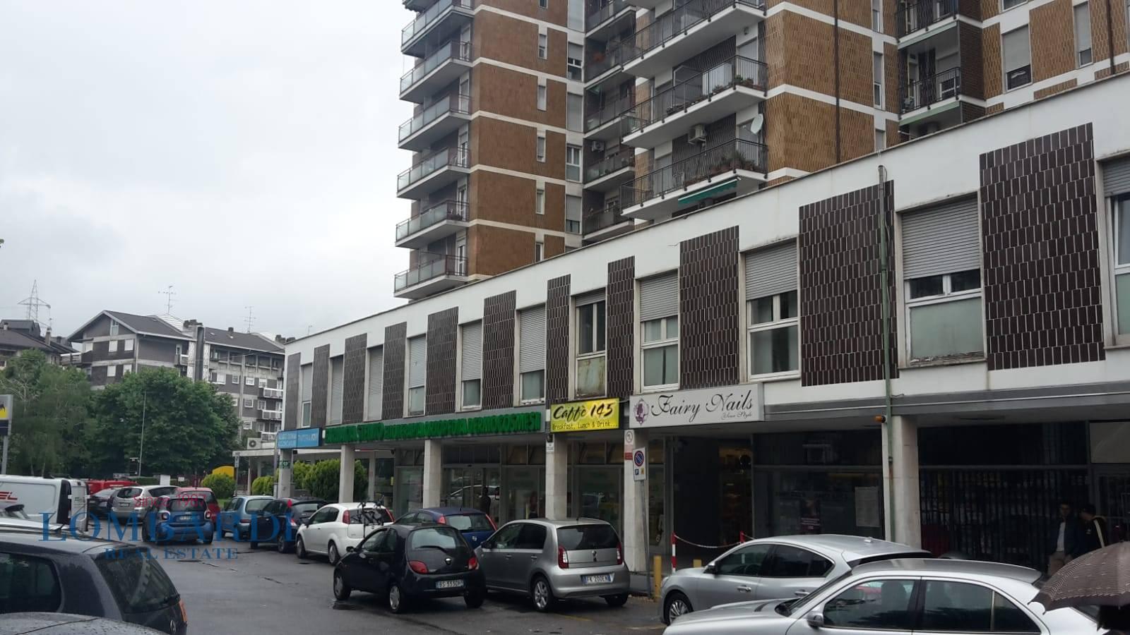 Appartamento in vendita a Novate Milanese, 4 locali, prezzo € 900.000 | CambioCasa.it