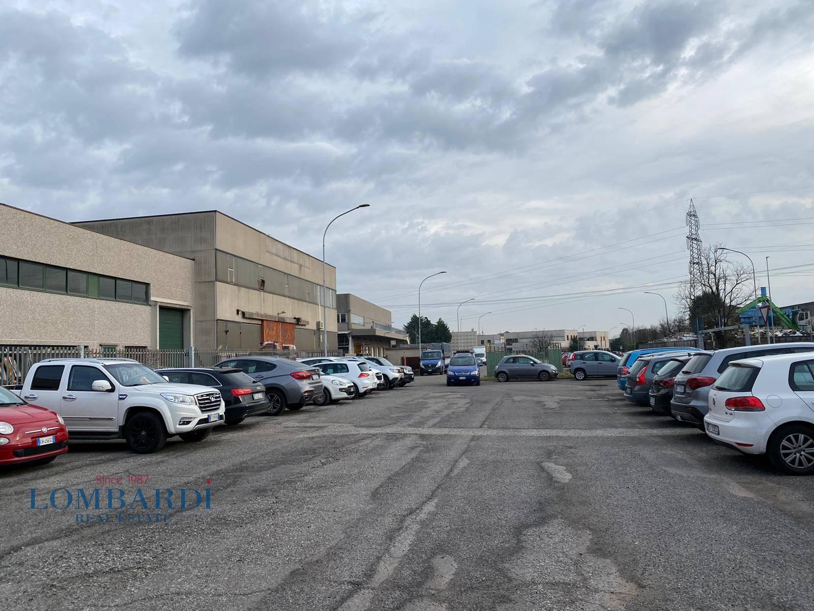 Negozio / Locale in vendita a Bussero, 9999 locali, prezzo € 690.000   CambioCasa.it