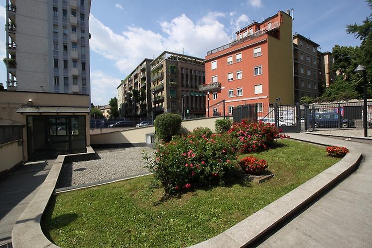 Diviso in ambienti/Locali in vendita a Milano in Via Gubbio
