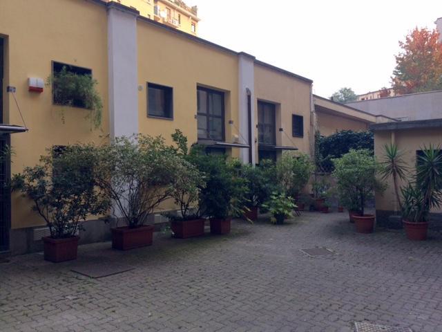 Diviso in ambienti/Locali in vendita a Milano in Piazza Carlo Donegani