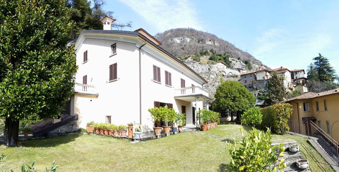 Villa in vendita a Moltrasio, 7 locali, Trattative riservate | CambioCasa.it