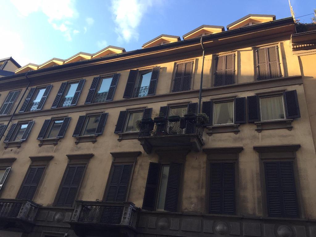 Diviso in ambienti/Locali in vendita a Milano in Via Sant'agnese