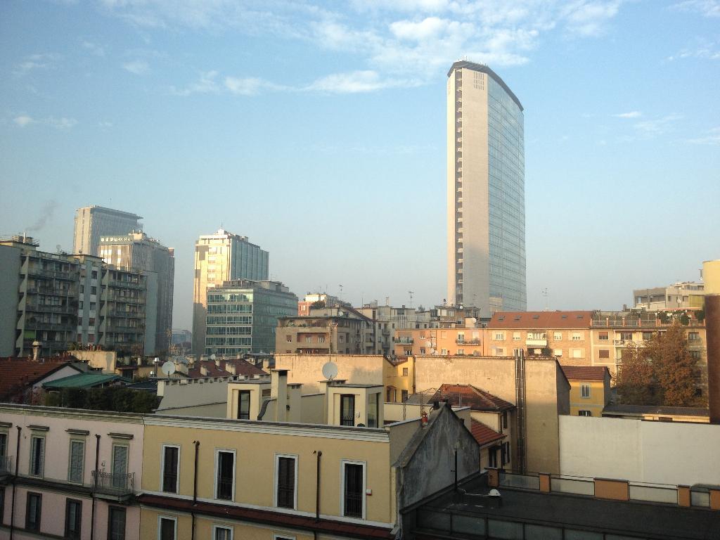 Diviso in ambienti/Locali in vendita a Milano in Via Vittor Pisani