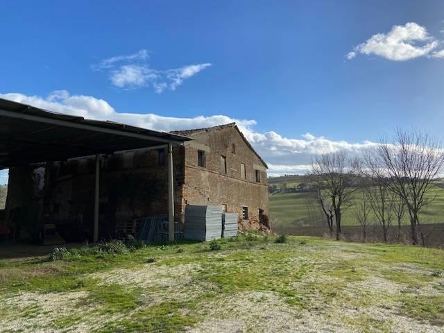 Rustico / Casale in vendita a Ostra, 10 locali, prezzo € 98.000 | CambioCasa.it