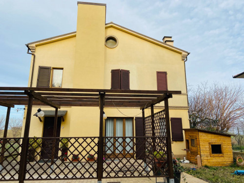 Villa in Affitto a Montemarciano
