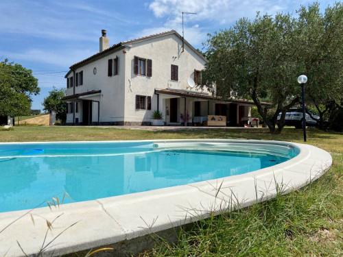 Villa in Vendita a Trecastelli