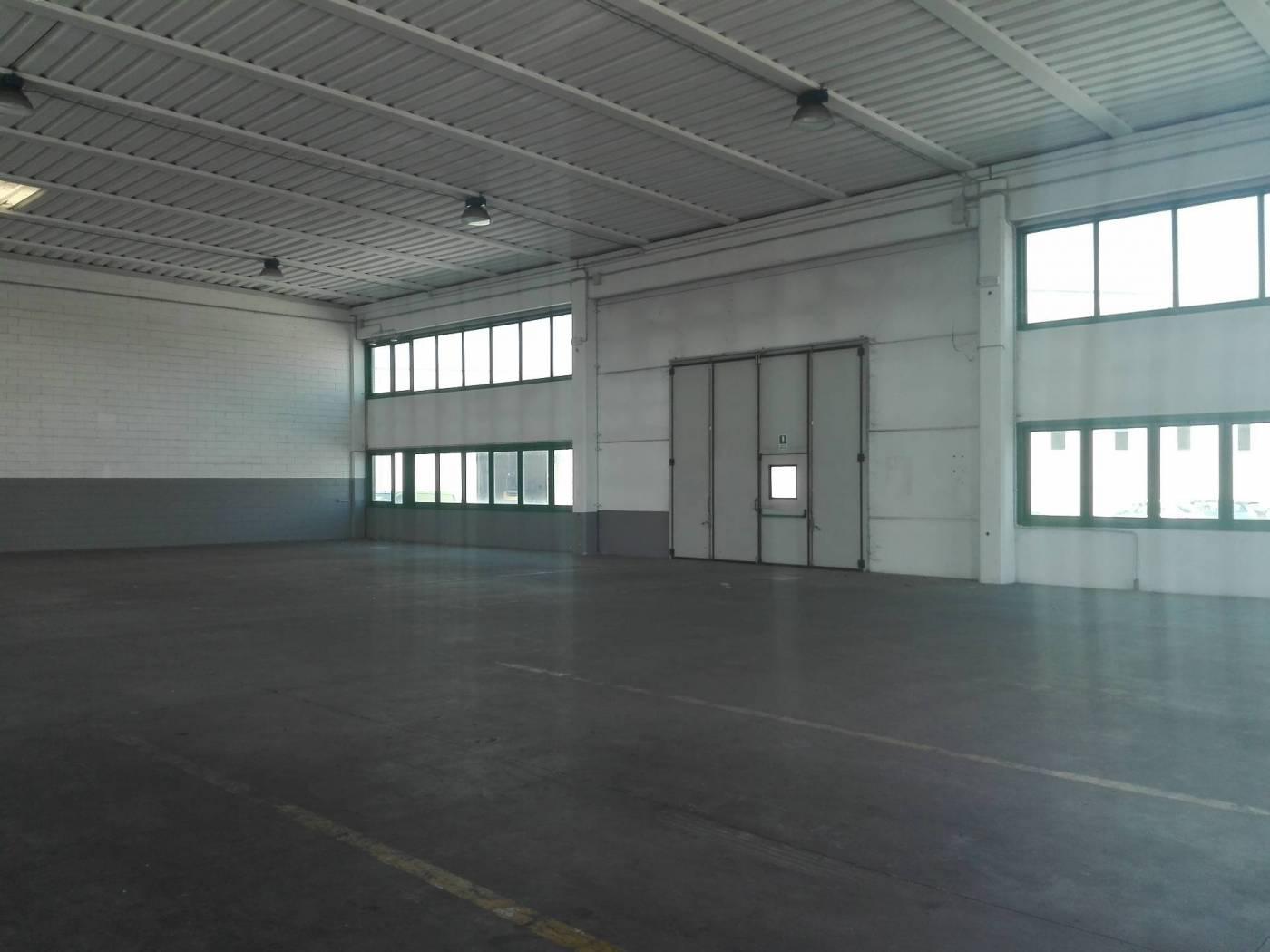 Capannone in vendita a Paese, 9999 locali, zona Zona: Padernello, prezzo € 410.000 | CambioCasa.it