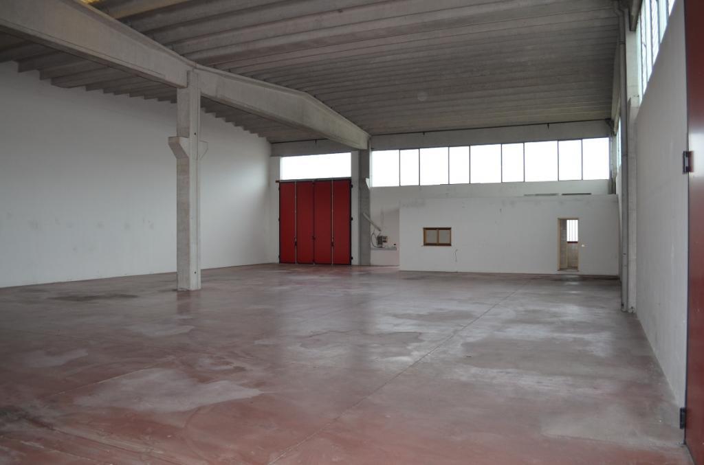 Capannone in vendita a Paese, 9999 locali, prezzo € 200.000 | CambioCasa.it